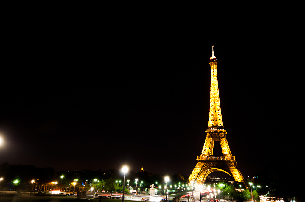 La Torre Eiffel De Noche - París