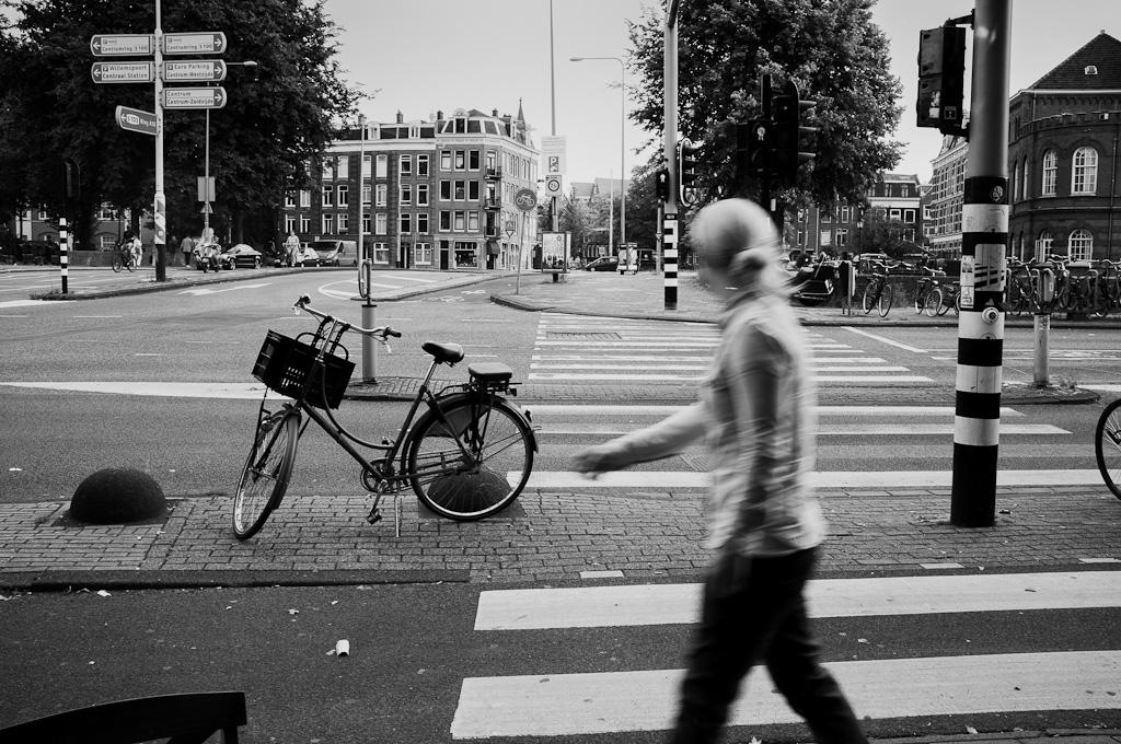 Tres viandantes de Amsterdam