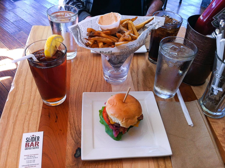 Mini-hamburguesas en la calle Castro – San Francisco