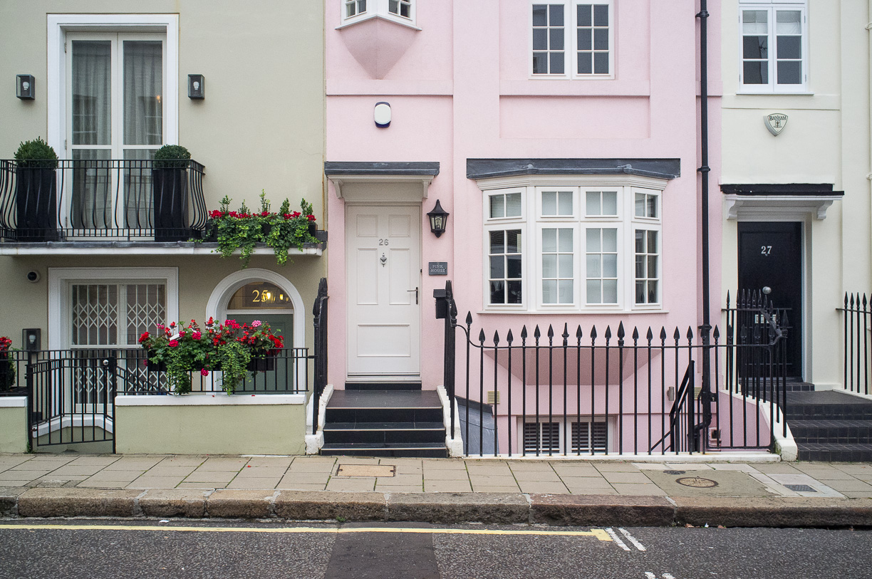 ¿Cómo son las puertas de los ricos en Londres?