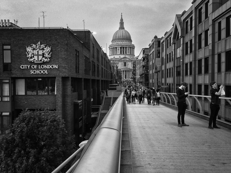Paseando por la orilla del Río Támesis – Londres