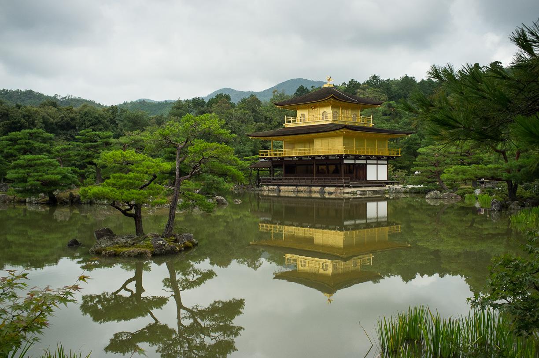 El masificado Kinkaku-ji de Kyoto