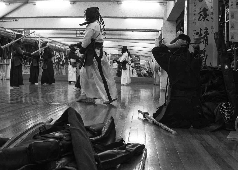 Metro y una clase de Kendo en Seúl, Corea del Sur